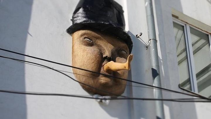 Кто такой Клаус? Интервью с уличным художником, который превратил Самару в город масок