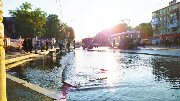 Потоп на улице Победы: в Самаре вновь прорвало водопровод