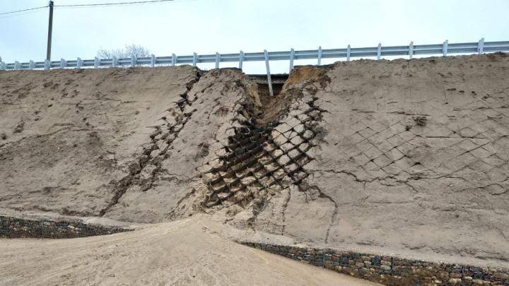 Не простоял целым и недели: в Некрасовском районе размыло новый мост