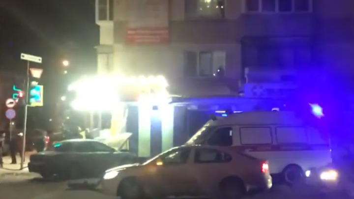 «Отбросило в стену дома»: на оживлённом перекрёстке в Челябинске столкнулись две иномарки