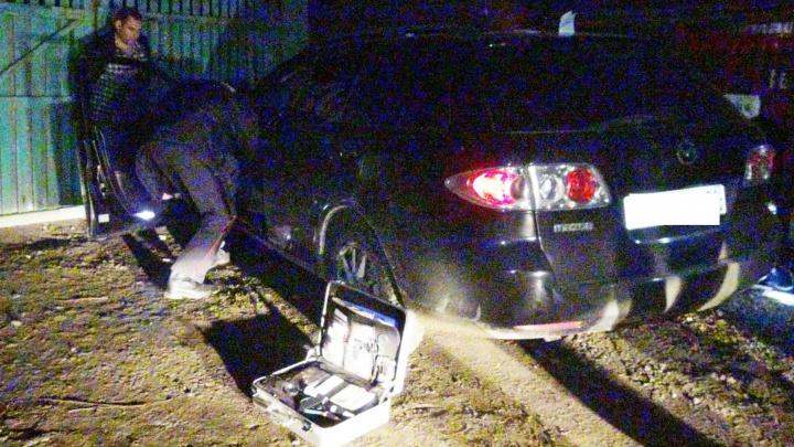 Екатеринбургские гаишники загнали в тупик угонщика Mazda