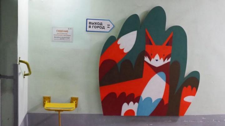 Мрачные подземные переходы краевой больницы украсили фигурками сибирских животных