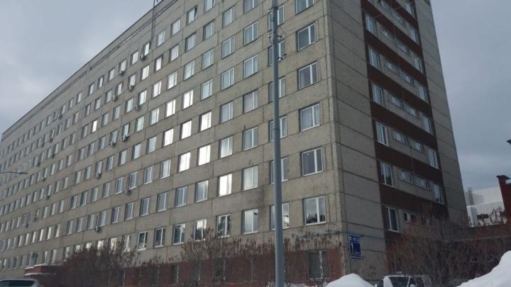 Из окна онкоцентра в Екатеринбурге выпал пациент