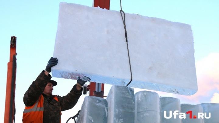 Уфа сказочная: как в столице Башкирии готовят лед для новогодних городков