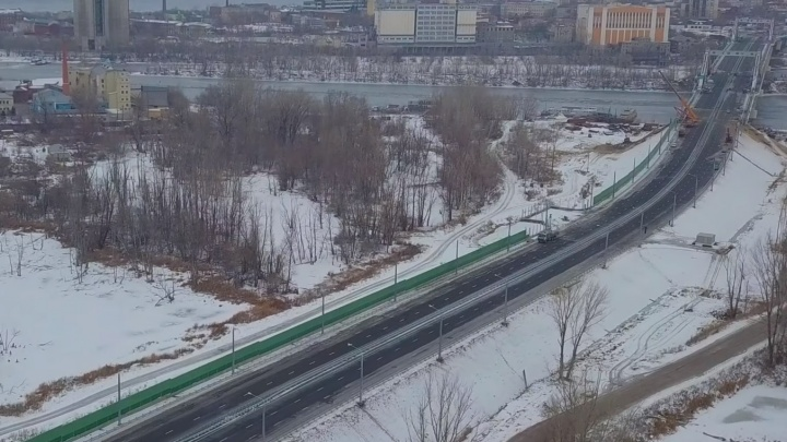Съезды с Фрунзенского моста прикрыли заборами