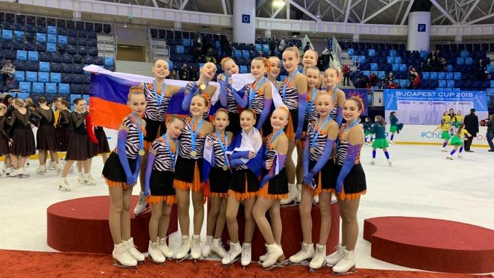 Юные уральские синхронистки на льду выиграли международный турнир в Будапеште