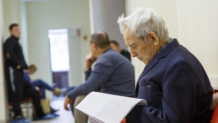 Внука — в садик, сам — за парту: почти четыре сотни волгоградских пенсионеров стали выпускниками