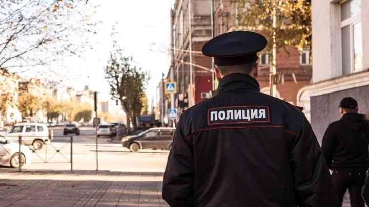 На остановке в Дзержинском районе во время конфликта неизвестный напал на новосибирца и скрылся