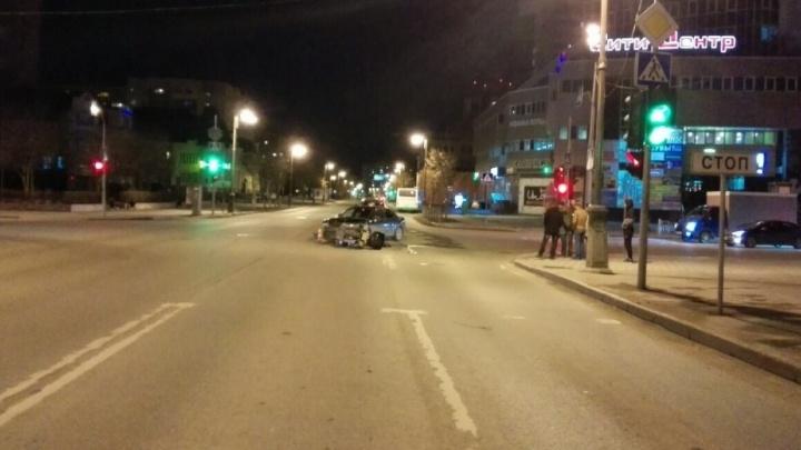 В Тюмени будут судить тагильчанку, которая на Аudi А4 сбила мотоциклиста