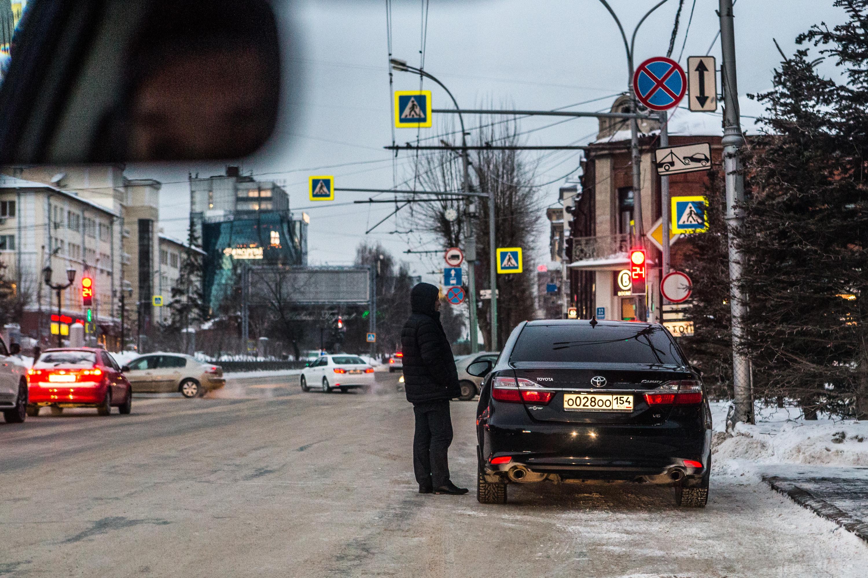 «Я паркуюсь как чудак»:Camry ООО— для чиновника можно всё