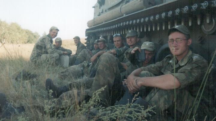 «Бляхой ремня мне пробили голову, но фото любимой не отдал»: армейские фото и байки екатеринбуржцев