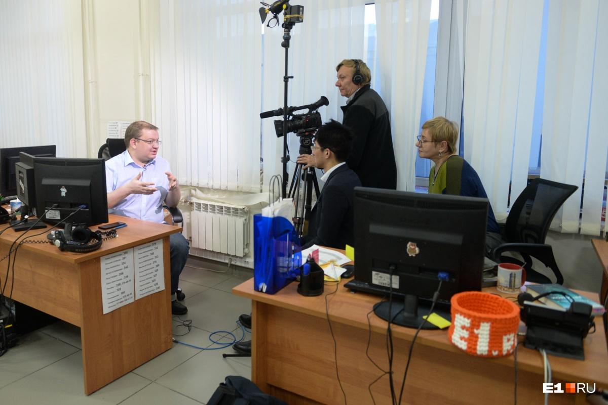 Японцы взяли интервью у журналиста E1.RU Сергея Панина