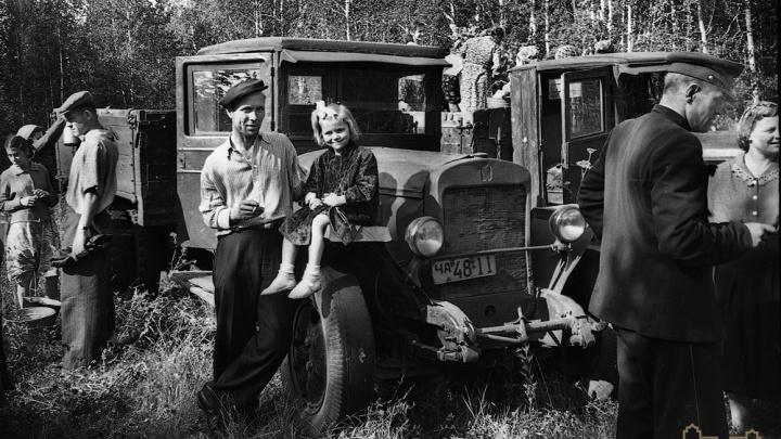 Отдых на Шершнях и поездки за грибами: в челябинском музее появились редкие фото досуга заводчан