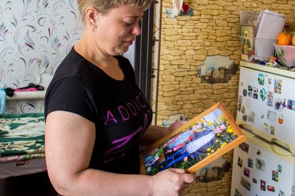 Людмила Кузьмина потеряла двоих сыновей — они утонули в вырытой коммунальщиками яме с водой