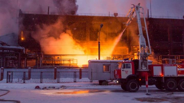 Спасатели показали эксклюзивные фото с пожара на «Нефтехиме»