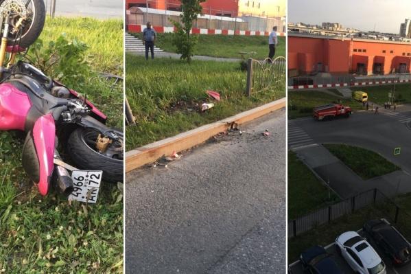 Почему мотоцикл протаранил ограждение, двигаясь по участку дороги, пока неизвестно