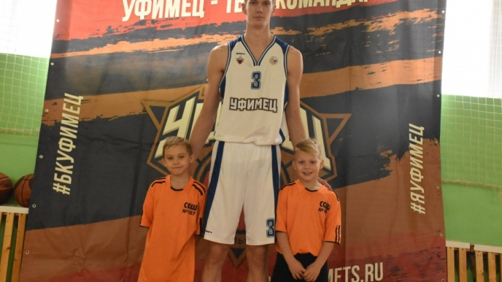 Игроки «Уфимца» дали мастер-класс школьникам по баскетболу