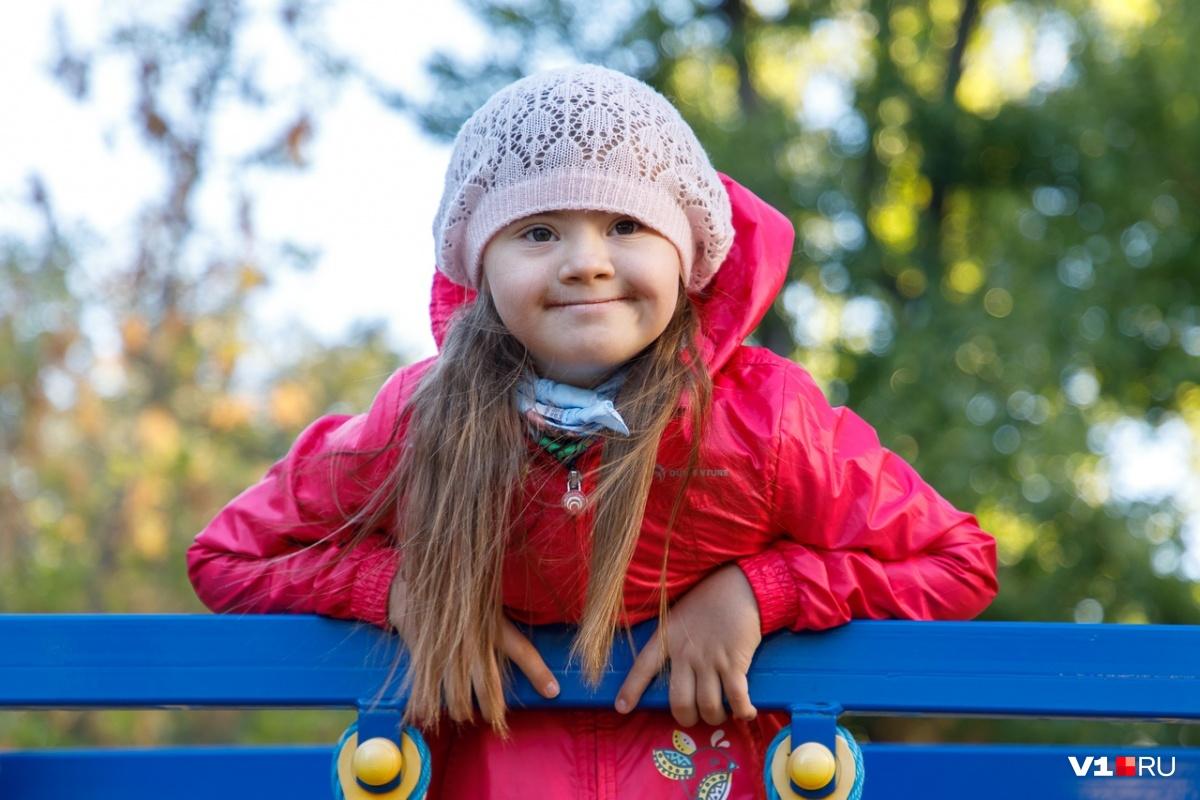 Детей с синдромом называют «солнечными» за наивно-позитивный взгляд на жизнь