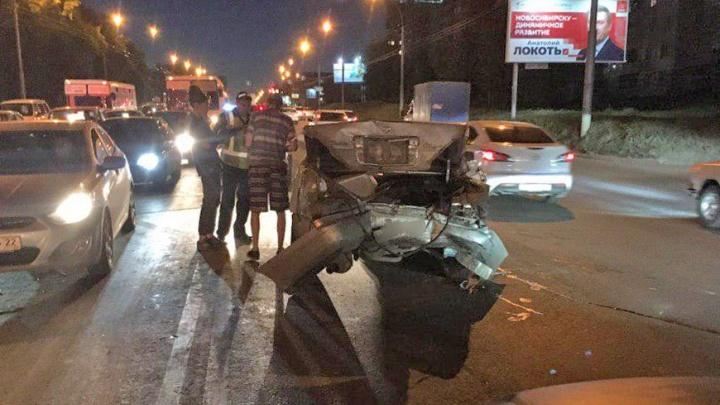 В Кировском районе автомобиль такси столкнулся с «Ниссаном»
