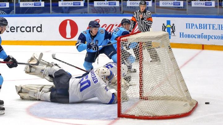 Хоккей: «Сибирские снайперы» снова обыграли «Снежных барсов»