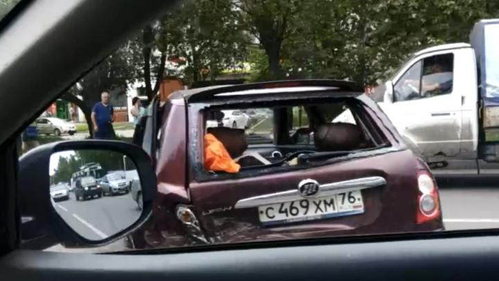 Выбило все стёкла: в тройном ДТП в Брагино «Лифан» отбросило в маршрутку