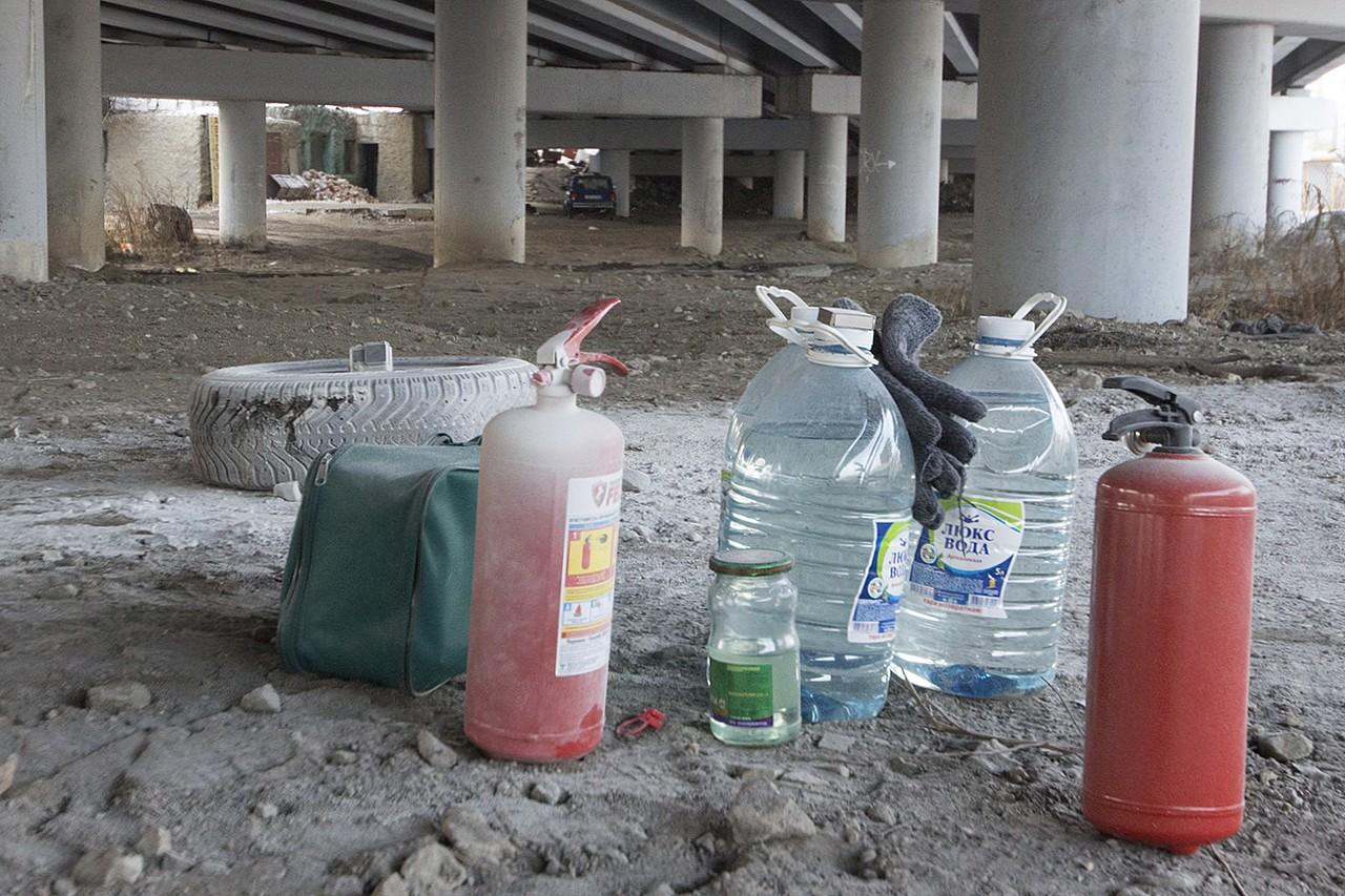 Штатные огнетушители эффективнее бутылки воды, но следите за сроком годности
