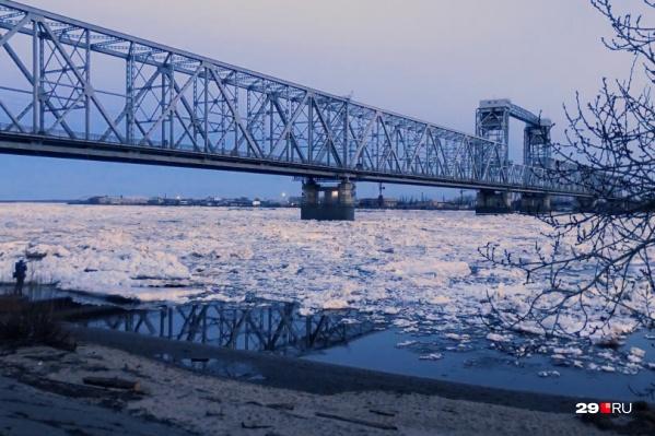 Движение автотранспорта по Северодвинскому мосту в ночное время закрыто уже несколько месяцев — так продлится минимум до мая<br>