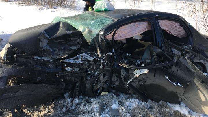 В страшном ДТП с тремя иномарками под Богдановичем пострадали трое маленьких детей