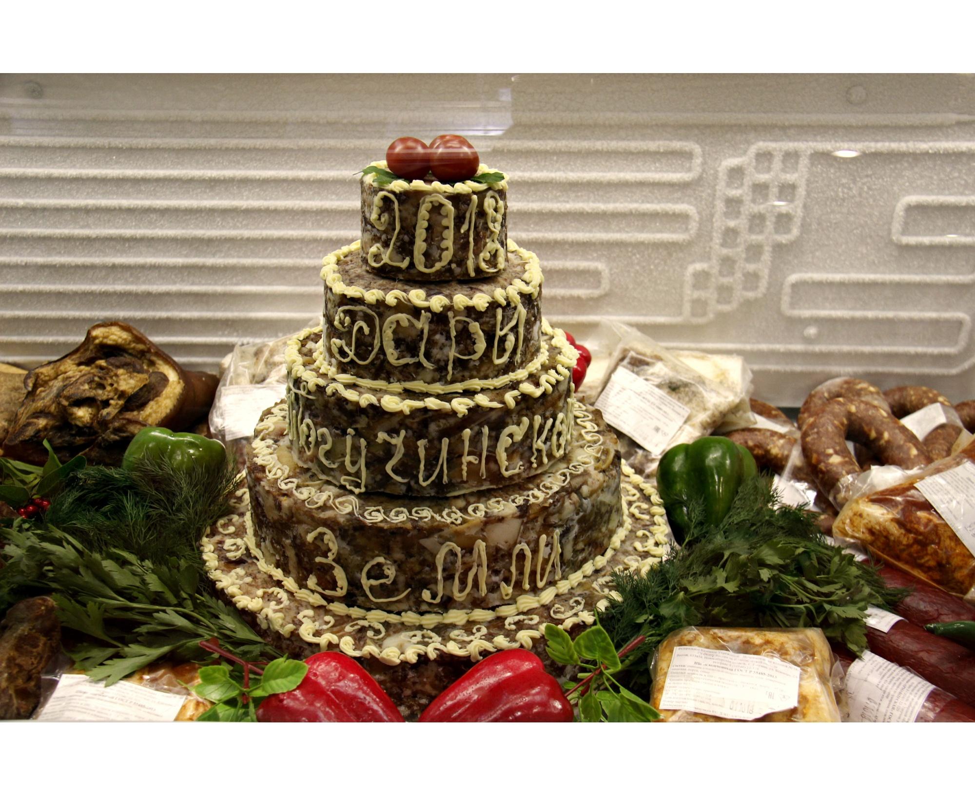 Торт из прессованного мяса сделали в Тогучинском районе