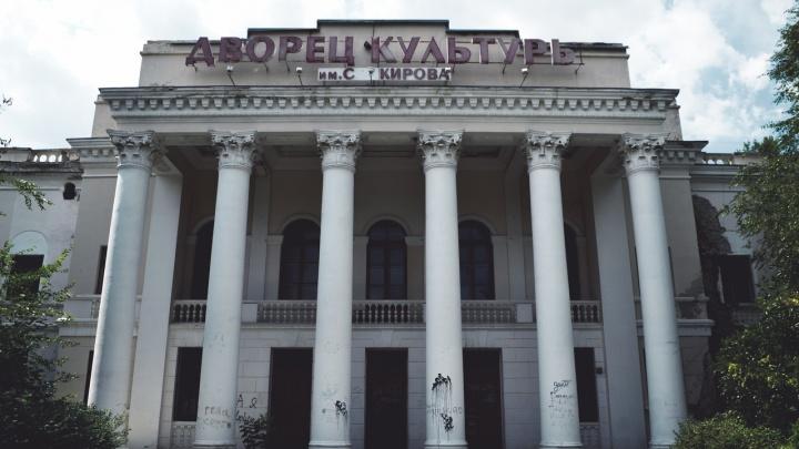 Здесь выступали Леонов и Агашина: в Волгограде памятник культуры превратился в жуткую заброшку