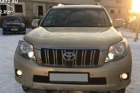 Полиция уже неделю ищет людей, угнавших с автостоянки две Toyota Prado 150 и Mitsubishi Pajero Sport