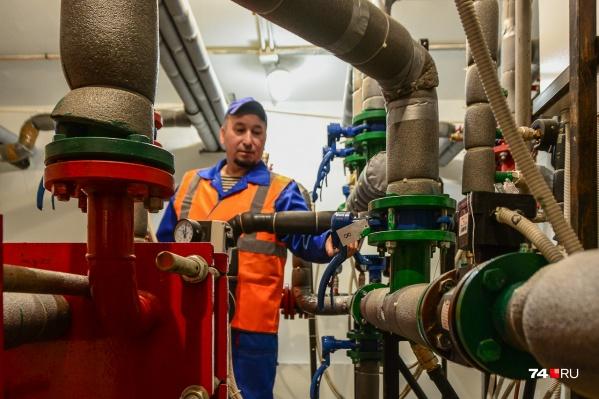Вместе с теплом из-за конфликта с поставщиком газа в нескольких десятках домов на Северо-Западе сейчас отсутствует и горячая вода