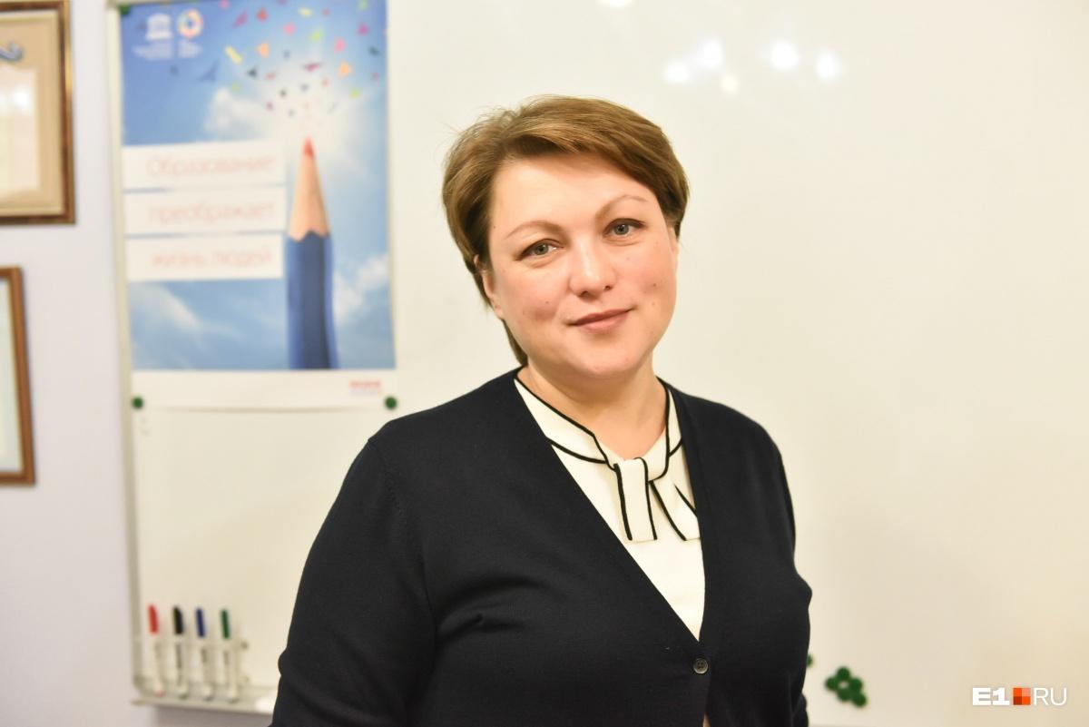 По мнению Екатерины Сибирцевой, родителям не стоит так сильно тревожиться по поводу записи в первые классы: места хватит всем
