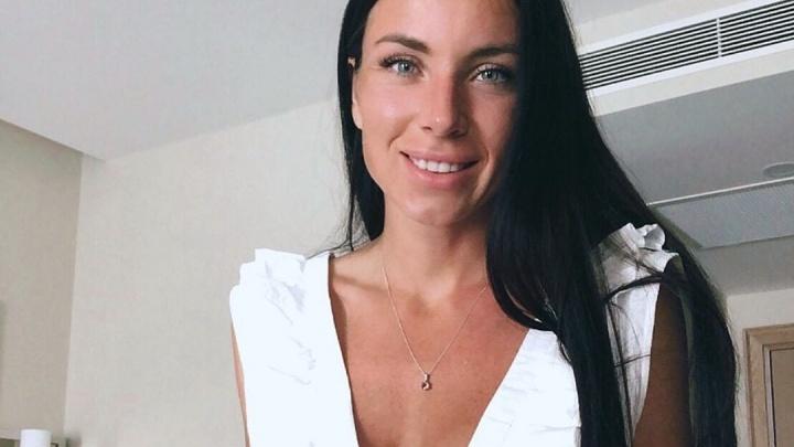 Экс-участница «Дома-2» закатила скандал в тюменском магазине из-за бракованного телефона