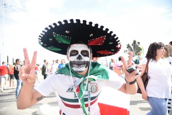 Фанат сборной Мексики перед матчем