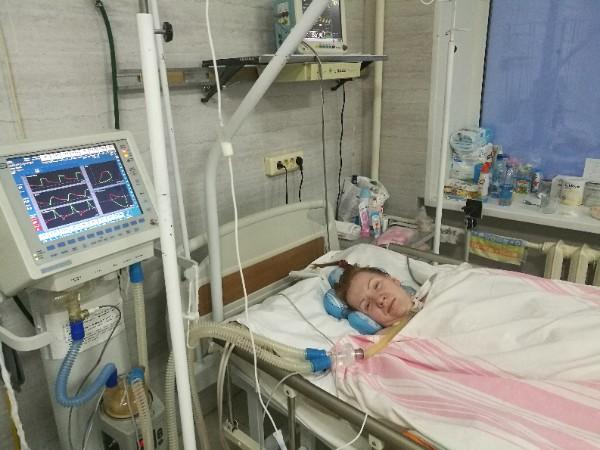 Мама двоих малышей уже три месяца прикована к постели