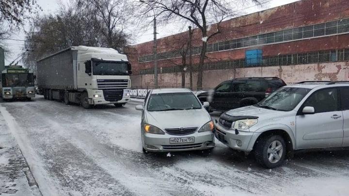 Мэр назвал ситуацию на дорогах нормальной и попросил больше ездить на автобусах