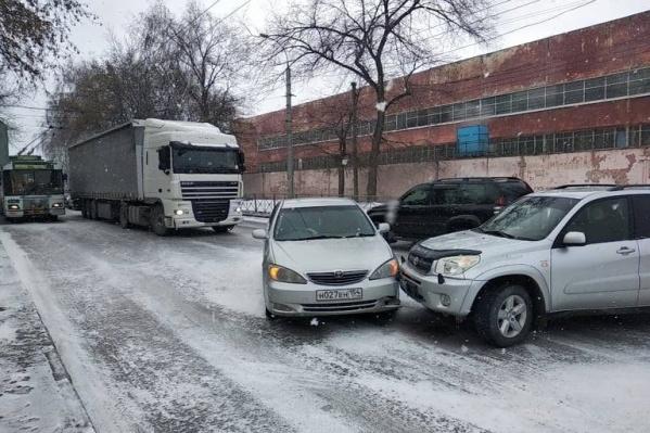 Чтобы ДТП было меньше, надо пересесть на общественный транспорт, советует мэр