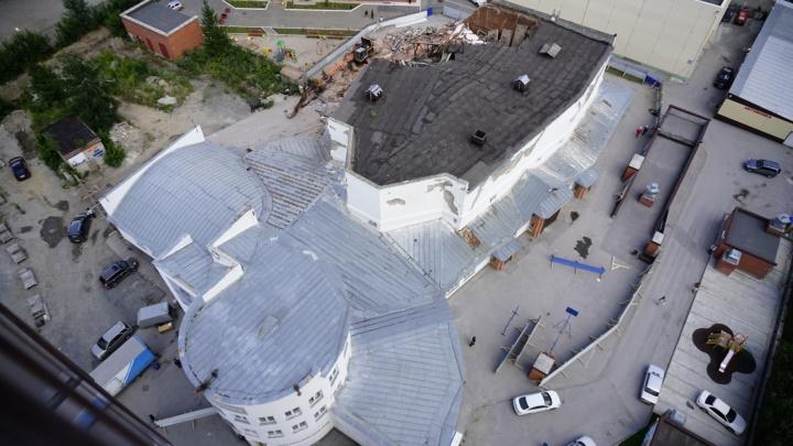 Недоломанный кинотеатр «Металлист» отказались признать памятником