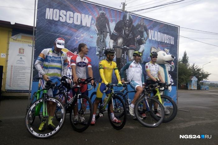 Доехавшие до Красноярска участники велогонки