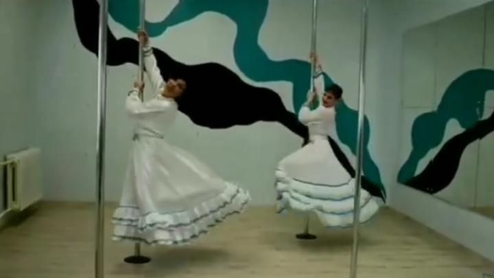 Девушки из Уфы станцевали башкирский национальный танец на пилоне