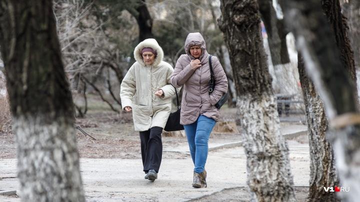 «Можно остаться без света»: волгоградские спасатели предупредили о надвигающейся на город стихии