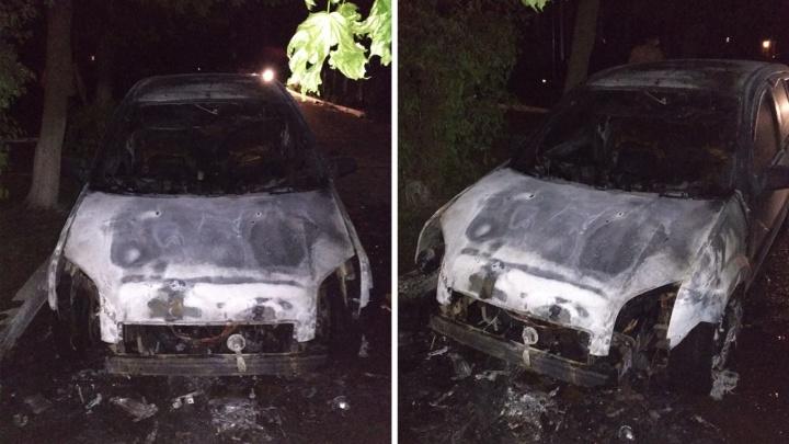 В Ростове на Западном сгорел автомобиль