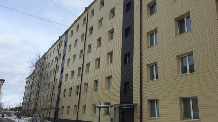В Боровском упавшая с крыши глыба снега убила человека