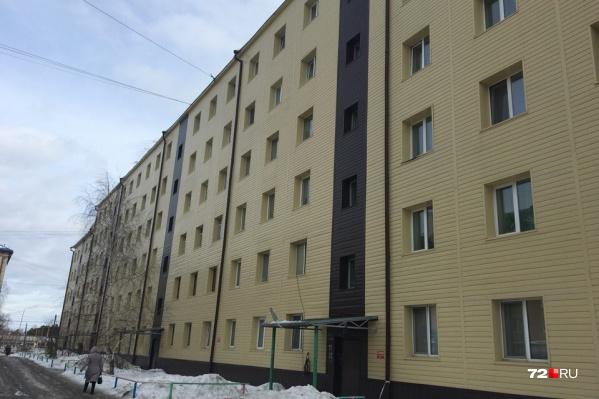 Следователи разбираются, почему крыша дома №34 на улице Островского была нечищеной