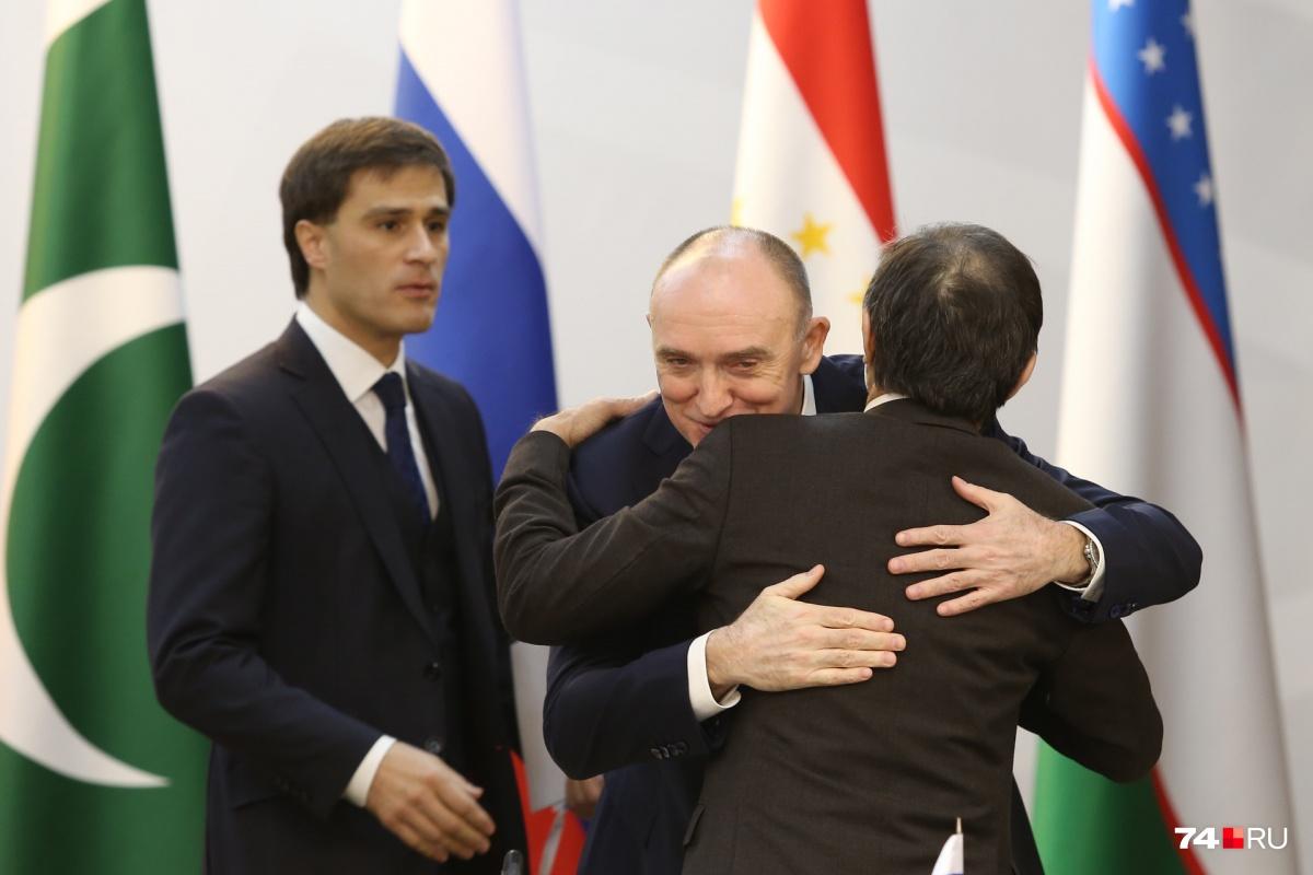 Губернатор Челябинской области Борис Дубровский лично и тепло приветствовал иностранных коллег