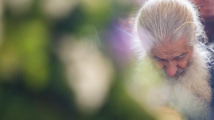 Православные Волгограда готовят белые цветы к 100-летию расстрела царской семьи