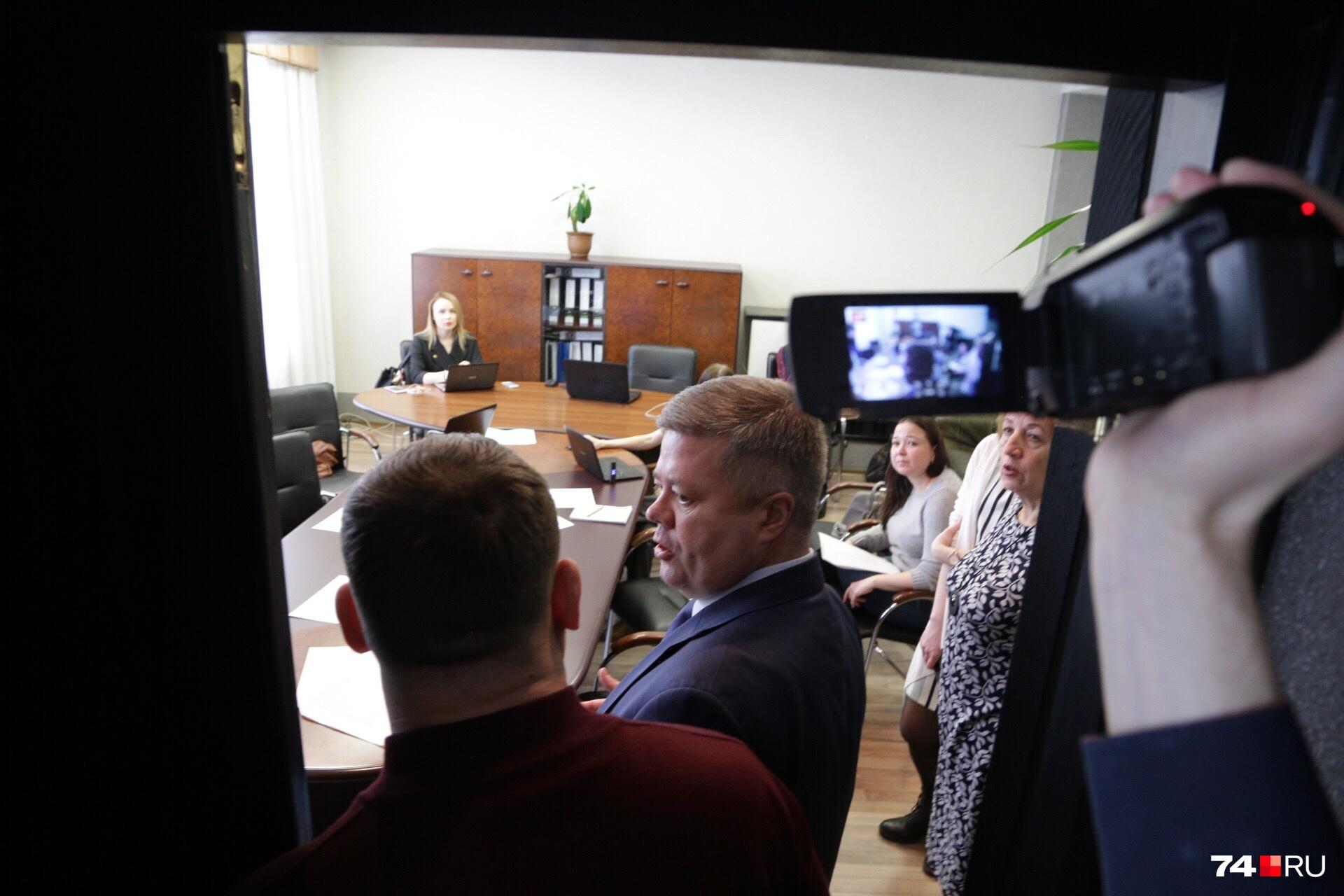 Члены комиссии не верят, что звук в пресс-центре отвратительный