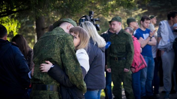 Омских новобранцев провожают в Президентский полк: прямая трансляция