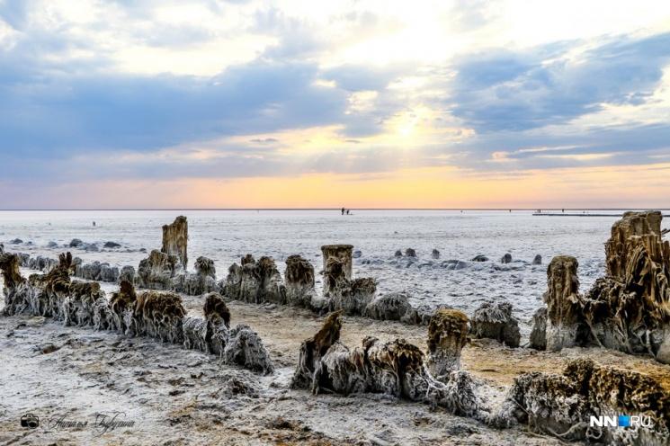 Соляные озера до сих пор заставлены солесушилками
